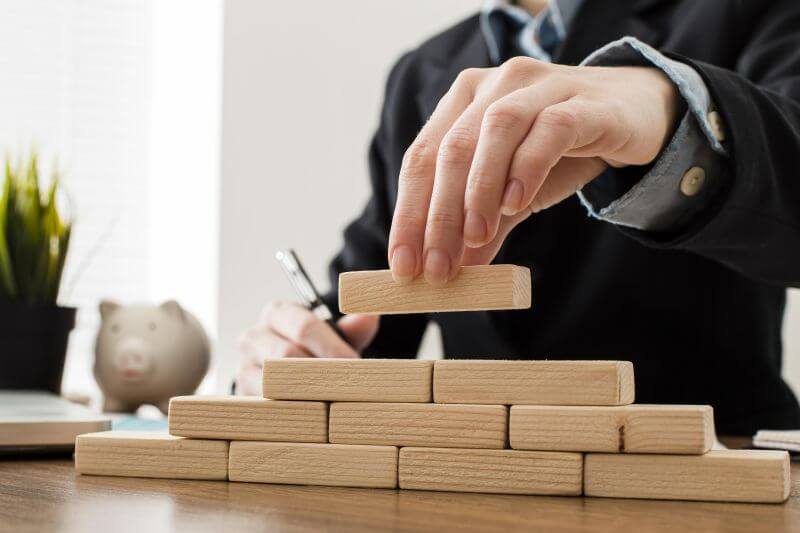 Choose your LLC name, registered agent and operating agreement