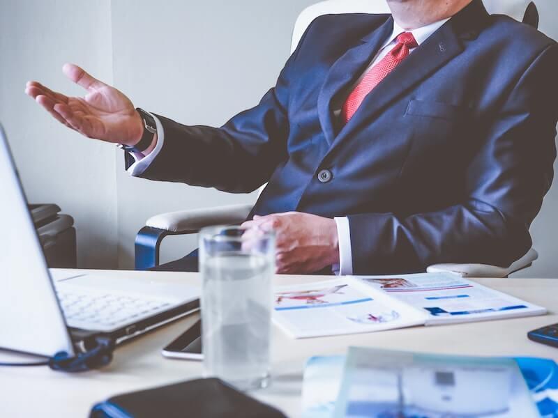 https://mymanagementguide.com/wp-content/uploads/2019/11/student-to-get-business-management-вegree.jpg